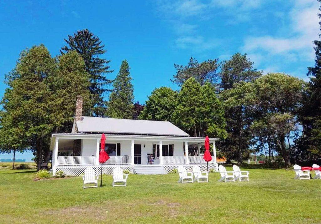 Lodge: Adirondack Chairs